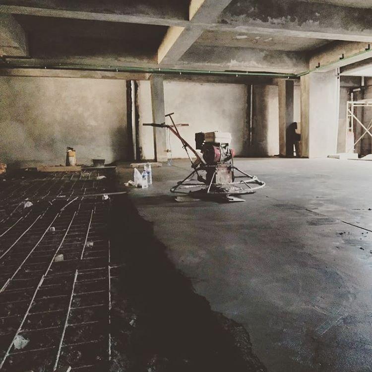 Pekerjaan Konstruksi Menggunakan Floor Hardener, sumber ig @aksenpm