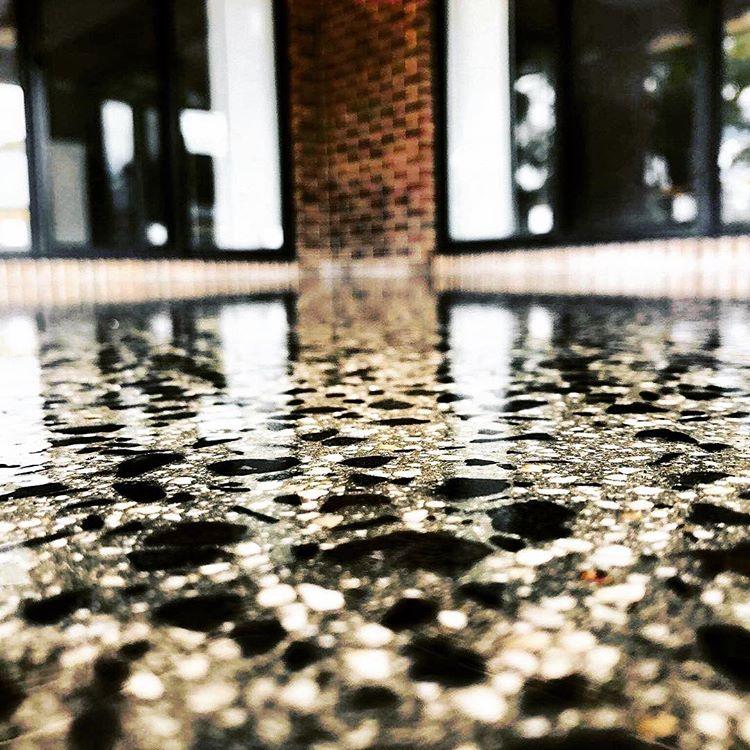 Cat Epoxy Pada Lantai, sumber ig ballarat_epoxy_flake_flooring